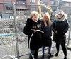 Des citoyennes de l'arrondissement de Lachine, Nathalie Hébert, Danielle Forget et Audrey Audette, n'ont plus d'eau chez elles depuis mardi soir. Les petits tuyaux qui les raccordent à un réseau d'eau temporaireen raison des travaux dans leur rue ont gelé.