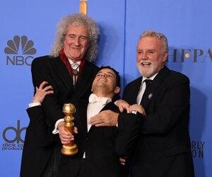 Rami Malek, incarnant Freddie Mercury, a été sacré meilleur acteur de cette catégorie. On le voit ici avec des membres de Queen visiblement très contents.