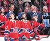 Artturi Lehkonen, Phillip Danault, Max Domi et Claude Julien regardent au tableau indicateur la reprise montrant la punition décernée par T.J. Luxmore à Lehkonen. Inutile de dire que l'entraîneur du Canadien était en désaccord avec la version de l'arbitre.
