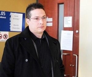 Le policier Éric Deslauriers a été trouvé coupable d'homicide involontaire après qu'il eut abattu un ado de 17 ans à Saint-Jérôme. Des policiers de la SQ ont déposé leurs armes afin de protester.