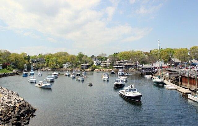 Calme et plénitude dans le port de Perkins Cove