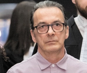 Michel Cadotte, accompagné de ses avocats Elfriede Duclervil et Nicolas Welt, a témoigné pour sa défense, lundi à Montréal.