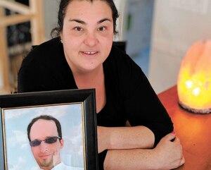 Manon Côté, éprouvée depuis le décès de son conjoint, en juin dernier, tente de s'en remettre en s'impliquant pour la cause de la prévention du suicide.