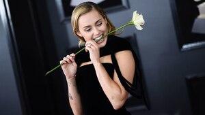 Image principale de l'article Voici pourquoi les artistes portaient une rose