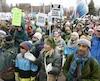 Selon les organisateurs, environ 25 000 personnes ont participé à l'événement, qui a débuté devant l'hôtel de ville d'Ottawa.
