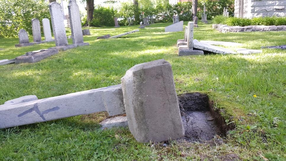 Le respect dû aux morts se perd au Québec et dans le monde... - Page 2 B4c3f83d-2498-47f6-b0bf-57258b71d3ea_ORIGINAL