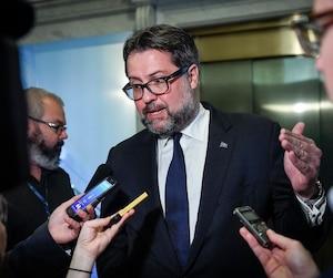«Attendons le produit final avant de parler d'apocalypse pétrolière au Québec», s'est défendu le ministre de l'Environnement David Heurtel.