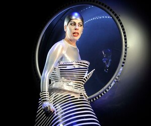 Dans <i>La flûte enchantée</i>, la Reine de la nuit est interprétée par la spectaculaire Audrey Luna.