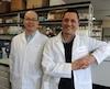 Le stagiaire postdoctoral Jun Chen, premier auteur de l'étude (à gauche), en compagnie du chercheur André Veillette (à droite).