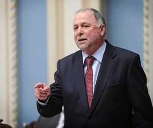 Le député Pierre Paradis, ici à l'Assemblée nationale en décembre 2016, a été réprimandé par la commissaire à l'éthique qui lui reproche d'avoir utilisé son allocation de logement à Québec pour «favoriser les intérêts» de sa fille et son gendre.