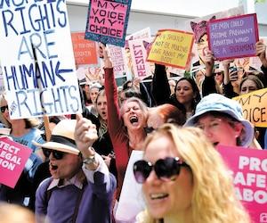 Des citoyens américains ont protesté mardi en Californie contre les nouvelles restrictions sur l'avortement de certains États.