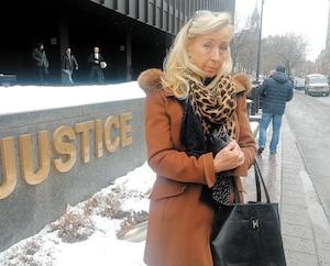 Gabrielle Matern attend toujours que justice soit rendue 10ans après le décès de son père Roger, qui a été contaminé par une fiole installée par une naturopathe .