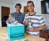 Serge et Jean-Philippe Bouchard étaient emballés vendredi à l'idée de voir leur gin boréal KM 12 atterrir sur les tablettes de la SAQ d'ici les prochains jours.