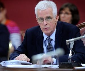 Jacques St-Laurent a été le premier commissaire à l'éthique de l'Assemblée nationale. Toutefois, il n'a jamais émis de blâmes ni imposé de sanctions aux députés qui font l'objet d'une enquête.