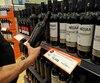 La SAQ devra notamment prévoir un ajustement des bouteilles de moins de 20 $ qui sont 2, 3 ou 4 $ plus chères qu'en Ontario.