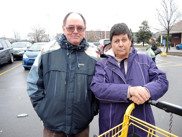 Jean Lalande et Linda St-Pierre.<br /> «Il a fait beaucoup, mais s'il avait tout prisl'argent [volé] pour le redonner à Laval, on serait encore mieux.» – Jean Lalande