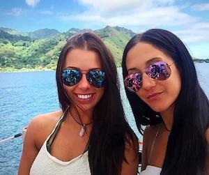 Mélina Roberge (à gauche) et Isabelle Lagacé, sont présentement incarcérées en Australie et font face à des accusations d'importation de cocaïne. Les jeunes femmes risquent la prison à vie si elles sont reconnues coupables.