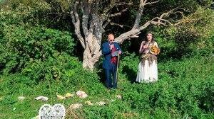 Elle se marie à un arbre et change son nom