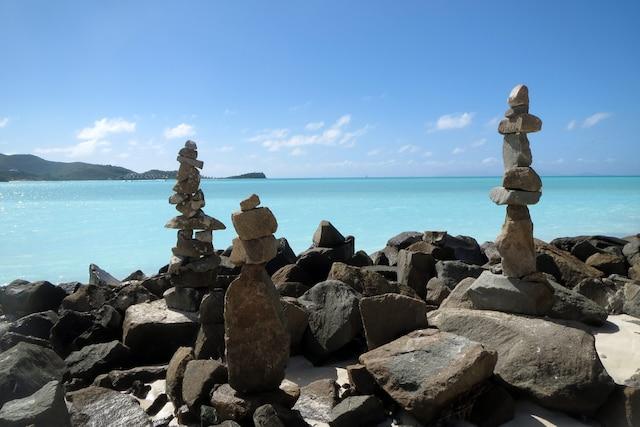 Des «inukshuks» du sud! Ces empilements de pierre, dont la forme et la taille peuvent varier, rappellent un être humain.
