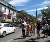 Le chantier de 3,4 M$ de la rue Émery, qui sera transformée pour favoriser les déplacements à pied, force actuellement les piétons à contourner les voitures à l'intersection de la rue Saint-Denis.