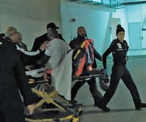 Après avoir repris ses esprits, Adonis Stevenson a recommencé à avoir des étourdissements. Il peinait à se tenir debout après être sorti de la douche. Le boxeur québécois a été vu par le médecin, qui a décidé de l'envoyer à l'hôpital en ambulance.