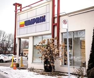 L'enquête de la RAMQ vise entre autres un programme d'achat préférentiel de médicaments appelé FIT. Cette pharmacie Uniprix de Saint-Lambert a adhéré à FIT en 2017. On ignore toutefois si elle est directement visée par l'enquête.