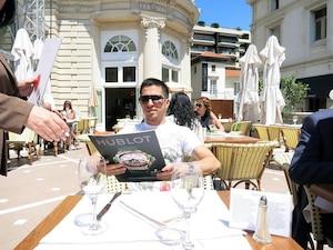 Malgré ses problèmes d'impôt, Robert Kalfayan passe ces jours-ci du bon temps à Monaco, selon nos informations