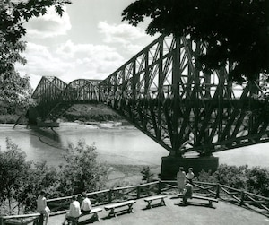 Le monument demeure aujourd'hui encore le plus long pont cantilever au monde, rappelle son spécialiste, Michel L'Hébreux.