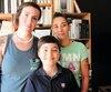 La mère de Manolo Poirier-Nantel (au centre), Marie-Claude Nantel, et sa belle-mère, Marie-Hélène Lepage (à gauche) peinent à l'envoyer à l'école, qui l'angoisse.