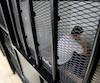 Les mauvaises conditions de détention seraient la cause de la hausse des suicides, selon un expert.