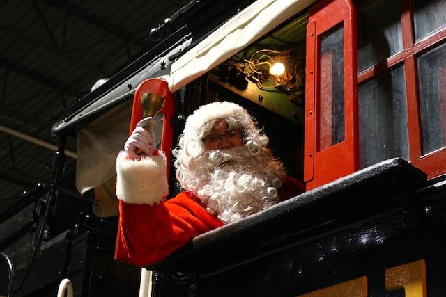 Le père Noël amusera les plus jeunes!