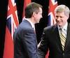 En avril2009, le premier ministre du Canada, Stephen Harper, et son homologue ontarien,Dalton McGuinty, confirment l'octroi d'une aide de plus de 2G$ à Chrysler.