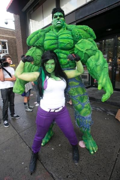 Salomon Boudreau dans le rôle de Hulk et Alexanne Lessard dans le rôle de She Hulk