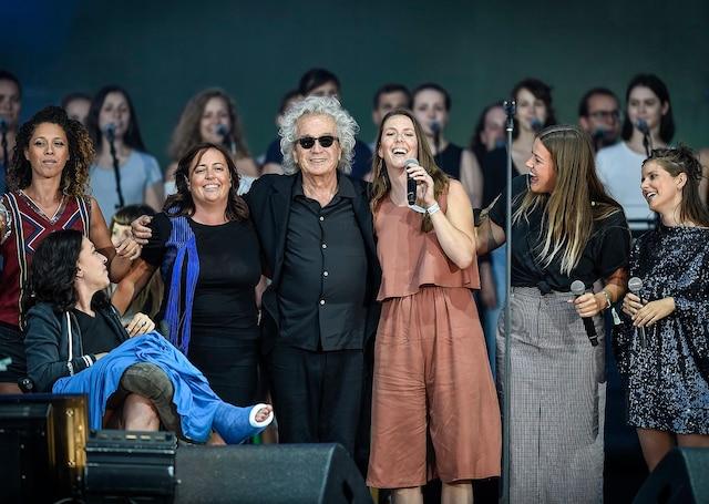 Une dizaine d'artistes sont montés sur scène pour interpréter les grands succès de Plamondon. Ici, tous les artistes sur scène pour la finale avec Luc Plamondon.