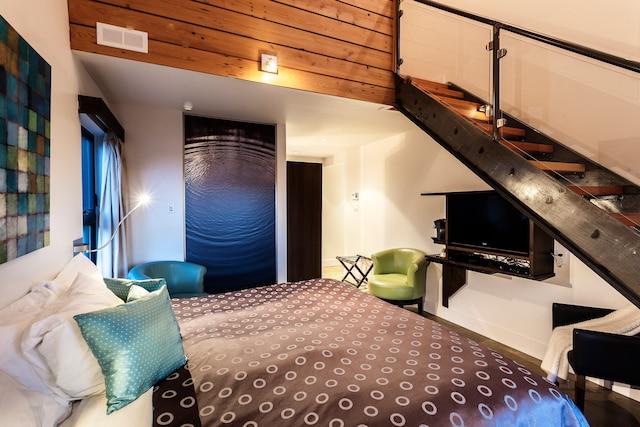 Les chambres, sur 2 étages, conviennent aux familles.