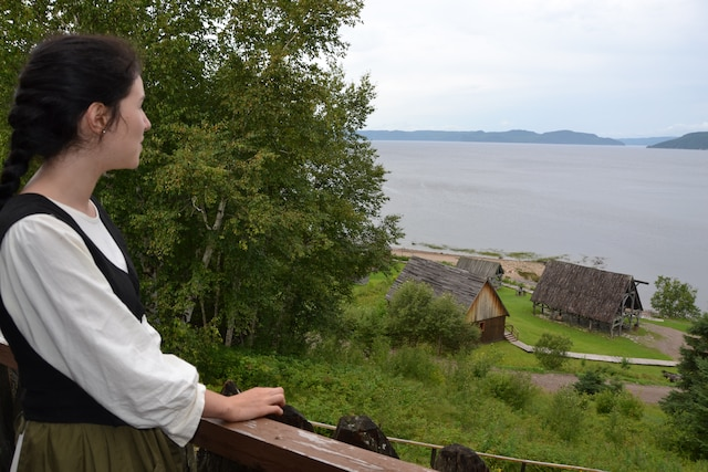 La vue sur le Saguenay à partir du balcon de l'habitation de Champlain ressemble à celle qu'il avait à Québec. En haut à gauche, on dirait même l'île d'Orléans.