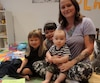 Seven Laville, mère de trois enfants, dont deux qui sont au primaire, déplore devoir acheter près d'une centaine de crayons de cire et une dizaine d'effaces. Elle est accompagnée de Storm Hum, 5 ans en 1re année, Betty Hum, 3 ans, en prématernelle et de Norway Hum, six mois.