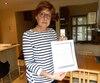 En 2012, Carole Binette a obtenu une photocopie de son «dossier social» en tant qu'enfant adopté. Malgré la piètre qualité du document, elle est notamment parvenue à déchiffrer que sa mère biologique était hongroise et qu'elle lui avait donné naissance à 32 ans.