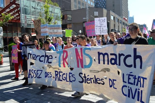 Des centaines de personnes trans ont marché dans le centre-ville pour dénoncer la discrimination dont elles sont victimes.