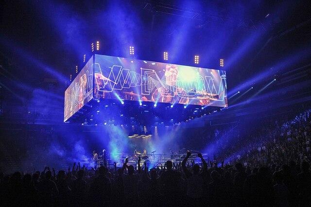 Le groupe montréalais Arcade Fire était de passage au Centre Vidéotron dans le cadre de sa tournée «Infinite Content».