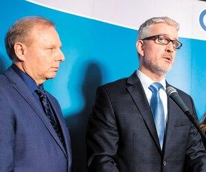 Le chef et la vice-chef du Parti Québécois avec Jean-Martin Aussant, lors de son retour.