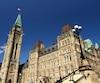 Ottawa a du mal à récupérer les amendes impayées qu'on lui doit. Ce sont 207 millions qui manquent aux coffres publics.