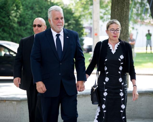Le premier ministre Philippe Couillard et son épouse Suzanne Pilote tenaient à rendre hommage à l'ancien ministre.