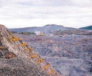 Alliance Magnésium a racheté l'usine Magnola près d'Asbestos et son dépôt de 100 millions de tonnes de résidus miniers, de gigantesques montagnes de roche stérile.