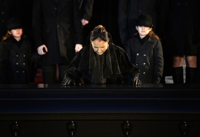 La sortie du corps aux funérailles de René Angelil, célébrées ce vendredi après-midi 22 janvier 2016, à la Basilique Notre-Dame, à Montréal.