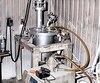 De l'équipement servant à fabriquer la drogue de synthèse qui a été retrouvé dans ce garage.