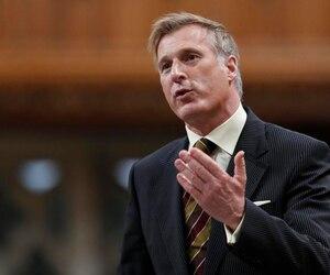 Le député québécois, qui est candidat dans la course à la direction du Parti conservateur, trouve «révoltants» les propos du chef libéral au sujet de Castro.