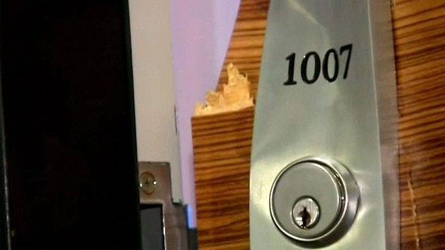 Les trois évadés se cachaient dans ce luxueux condo d'un immeuble du Vieux-Montréal. Les policiers en ont fracturé la porte en pleine nuit.