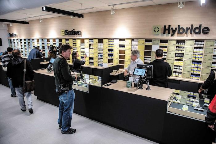 Sans pouvoir voir, sentir ou peser le cannabis, la SQDC n'a pas vraiment le choix d'être flexible dans sa politique de retour d'achats.