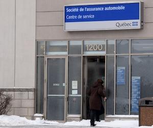Les employés de la SAAQ de Saint-Hyacinthe devraient bientôt pouvoir à nouveau dire «Monsieur» ou «Madame», selon leur bon jugement.
